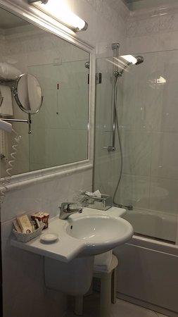 Hotel Locanda Vivaldi: Bathroom in room 204