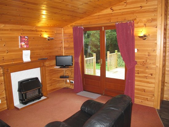 Hidden Valley Touring & Camping Park: lounge opens onto the deck