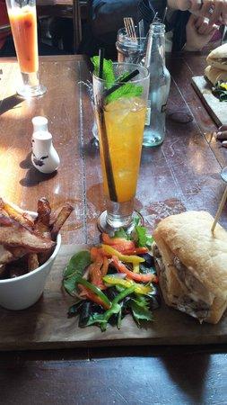 Lola Jeans Bar and Kitchen: Sandwich