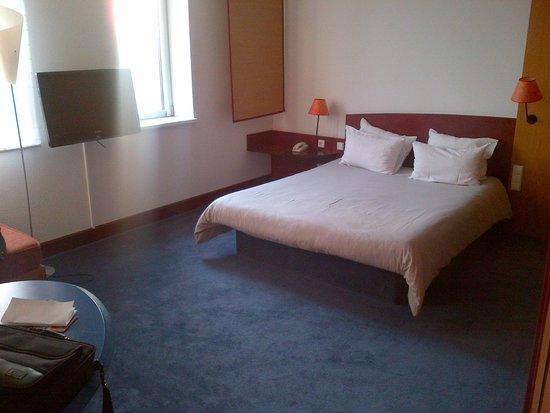 Novotel Suites Hamburg City hotel: bed