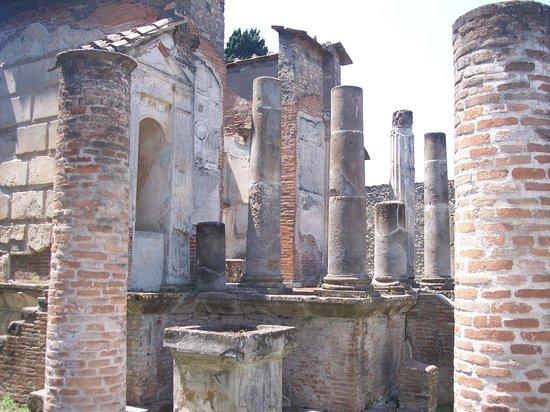 Tempio d'Iside : Ruínasdo Templo de Isis