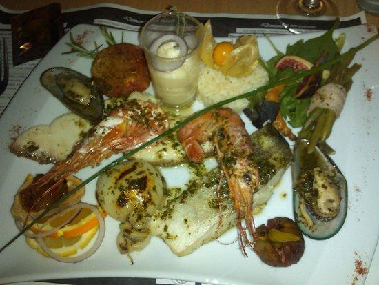 Sainte-Marie-la-Mer, ฝรั่งเศส: plat assiete de pecheur.copieuse  et délicieuse. accueil  charmant. aperitif