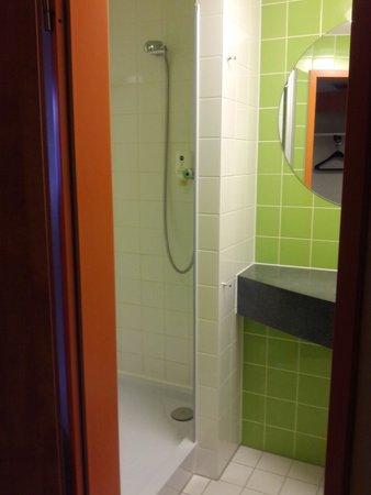 B&B Hotel Dortmund-Messe: Shower