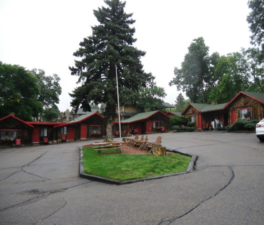 Foot of the Mountain Motel: Adorable Motel