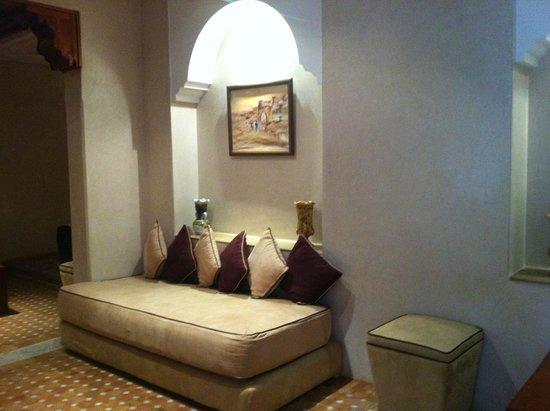 Riad Slitine: Salon de la chambre Arfoud