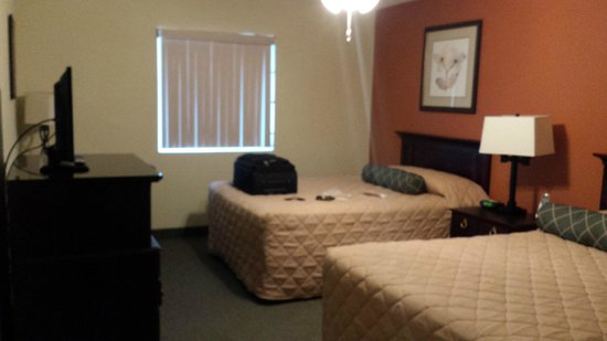 Double queen bedroom picture of affordable suites for Affordable bedroom suites