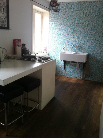 Kuwadro B&B Amsterdam Centrum: Kitchen/dining