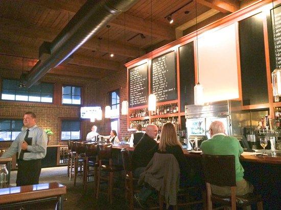 J Alexander's Restaurant: Bar area