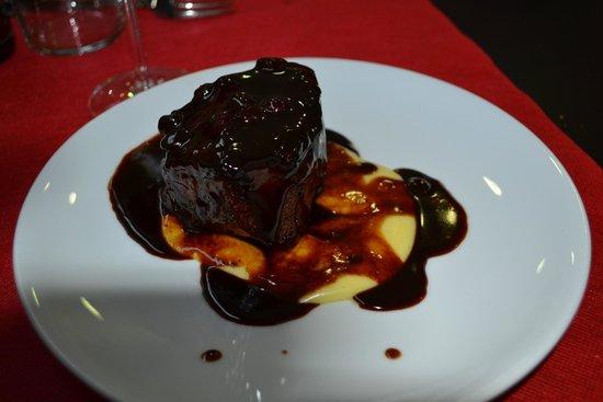 Masquefa, España: Galta de vedella cuinada com abans sobre crema de patata.