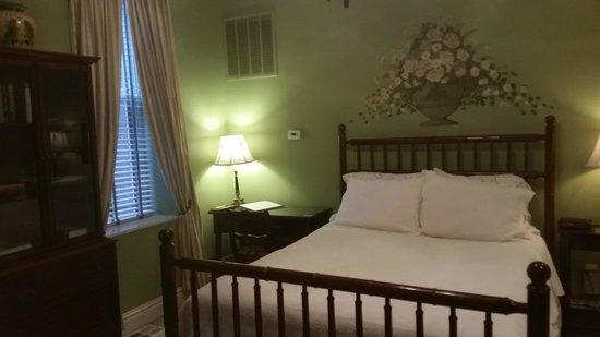 Napoleon's Retreat Bed & Breakfast: Charles de Gaulle suite