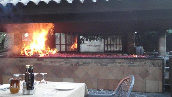 Sa Farinera: Grill beim Einheizen