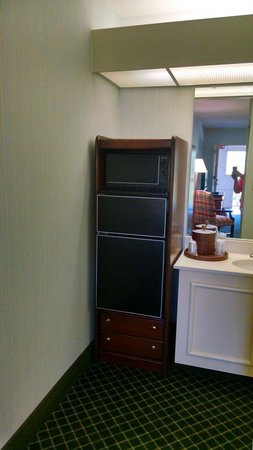 Super 8 by Wyndham Salem VA: Microwave, minifridge