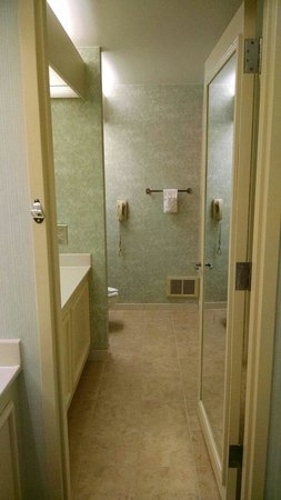 Super 8 by Wyndham Salem VA: Galley bathroom surprisingly big. Separate shower and tub area.
