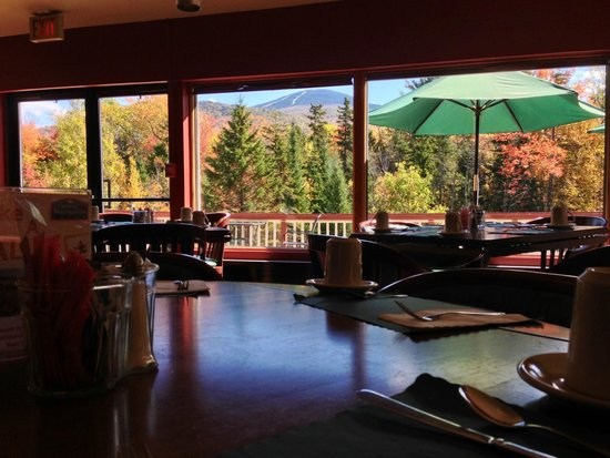Mendon Mountainview Lodge: Dining Room in the Fall Serving Hot Breakfast Daily