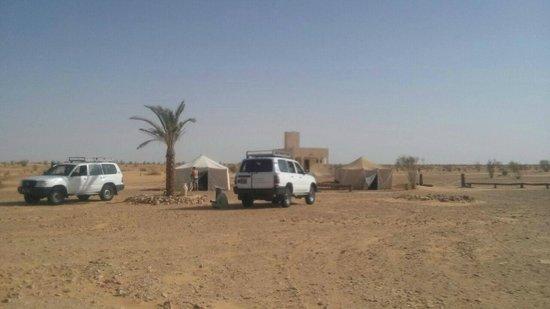 Sahara Desert: accampamento di ezmela