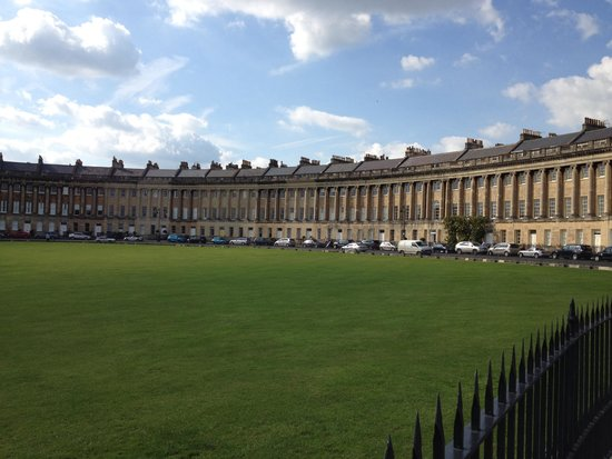 Royal Crescent: The lawn and the buildings