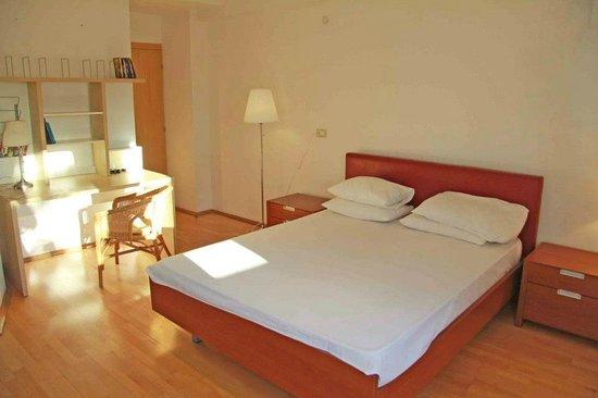 Cismigiu central park bucharest apartments bucarest for Bucharest apartments