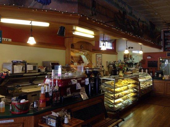 Main Street Bagels Artisian Bakery & Cafe: Counter.