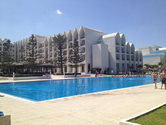 Amir Palace: Pool and hotel