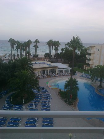 Aparthotel THB Sa Coma Platja : rear view (on cloudy day)