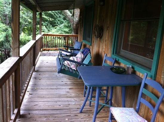 Mountain Springs Cabins : Back porch of cricket overlooking Mt Pisgah and stream.  Bliss.
