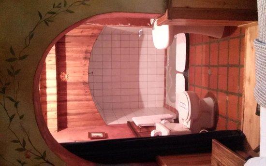 Cafe Cultura Boutique Hotel: The bath