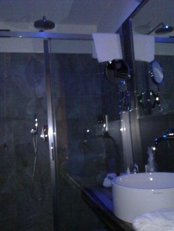 Biocity Hotel: koupelna nemá chybu.