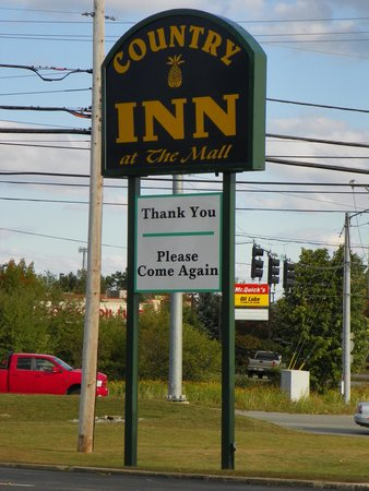 The Country Inn at the Mall: The entrance to the Inn