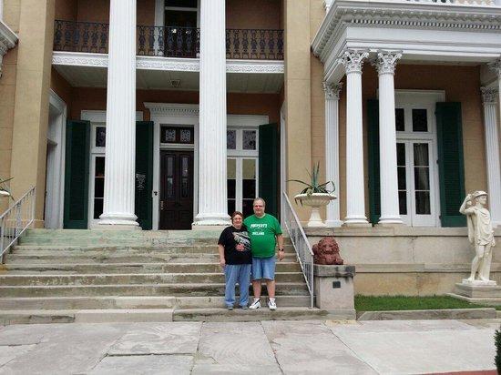 Belmont Mansion : On steps