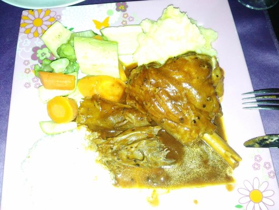 Merhaba Garden Restaurant : Lambscank, dit not have to use your knife...