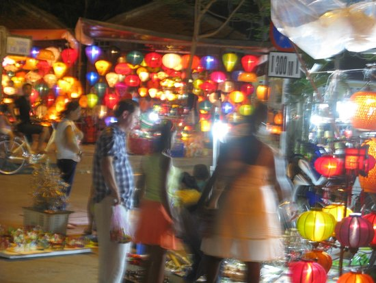 Moon's Homestay: Night Market outside Moon Homestay