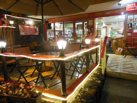 Kope Lani Heavenly Coffee & Ice Cream : SEATS ON THE STREET