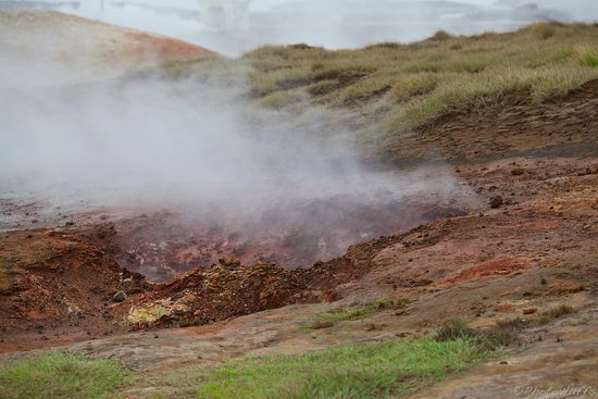 Gunnuhver Hot Springs : Steaming vents