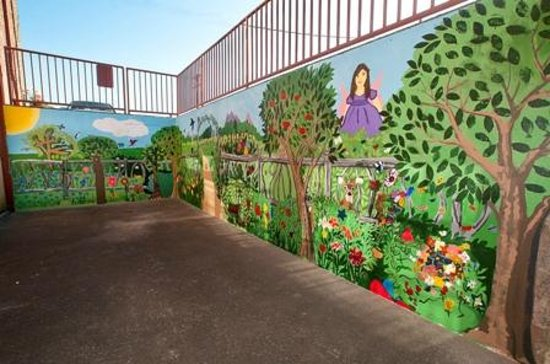 Lincoln City Cultural Center : children's mural in outside stairwell