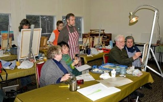 Lincoln City Cultural Center : an art class in Elizabethan Room