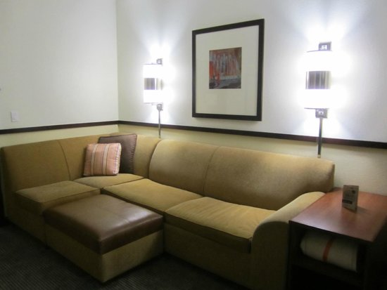 Hyatt Place Nashville Airport: suite
