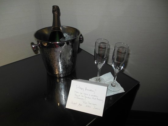 Hyatt Regency Indianapolis : A very nice gesture for our anniversary.