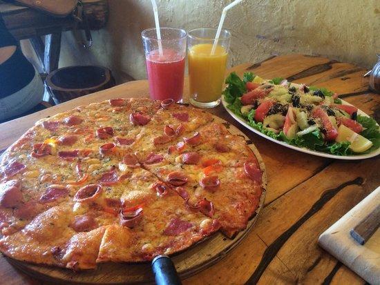 Pizzeria El Charrua: Pizza Americana ��