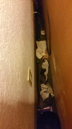 La Quinta Inn Corpus Christi South: Something was stinking!!!! Dirty diaper, socks, condoms and ice bucket lid behind dresser