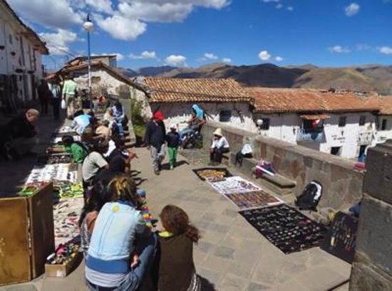 San Blas: Vendors above the square