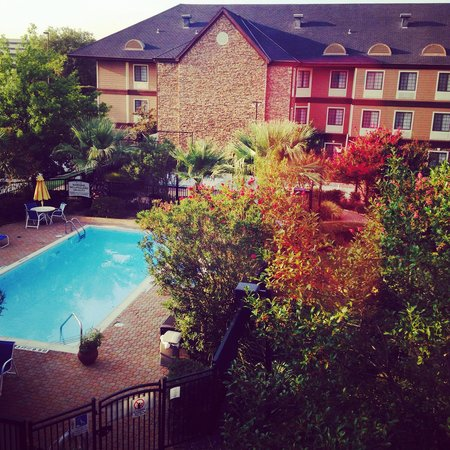 Staybridge Suites Dallas-Las Colinas Area: Pleasant little view.