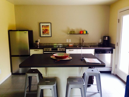 Westside Flats: Kayenta flat kitchen.