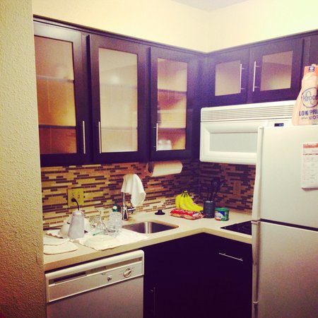 Staybridge Suites Dallas-Las Colinas Area: Kitchenette