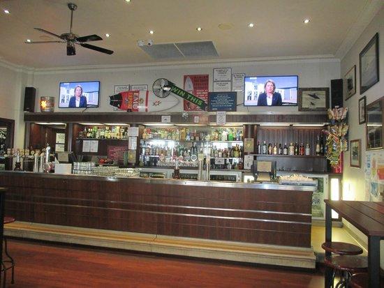 Yallingup Caves Hotel Restaurant: The bar