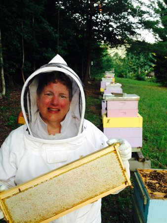 Marion, NC: Karen showing off the sourwood honey
