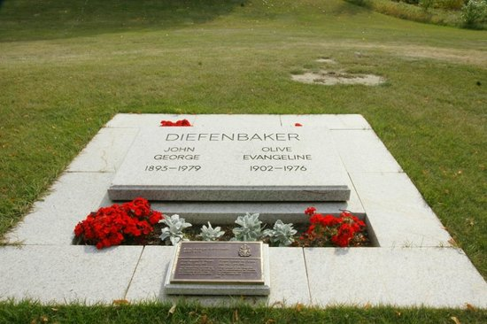 Diefenbaker Canada Centre: The Diefenbaker Grave