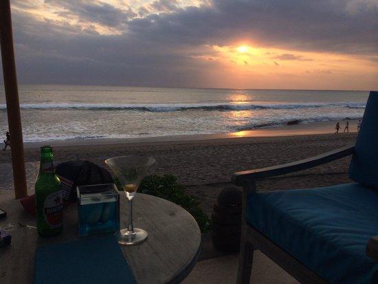 The Seminyak Beach Resort & Spa : Sunset drinks