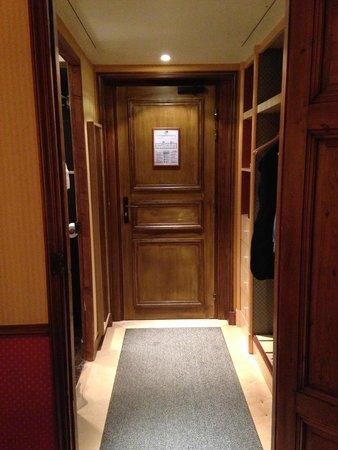 Hotel Relais Monceau : 部屋の扉