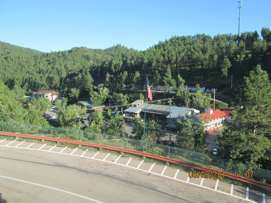 Baymont Inn & Suites Keystone Near Mt. Rushmore: vue du parking