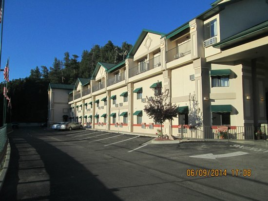 Baymont Inn & Suites Keystone Near Mt. Rushmore: aile gauche